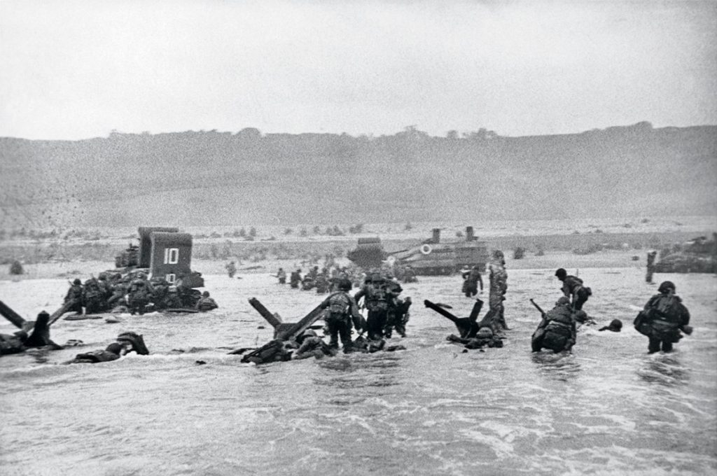 Robert Capa Desembarco de Normandía Día D 6 de Junio de 1944 Ligeramente desenfocado