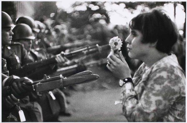 Marc Riboud Manifestación Vietnam 1975 Jan Rose Kasmir